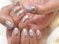 yuni nails