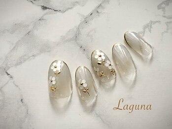 ラグウナ(Laguna)/ホログラムのお花ネイル