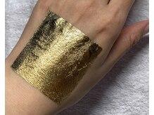 エイジングコースは金箔を肌に馴染ませる一番人気のコースです