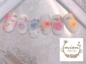 ネイルサロン ミオンの写真/【北越谷駅徒歩30秒】水彩画の繊細な手書きアートが人気!美しい花のアートで指先を優雅に華やかに♪