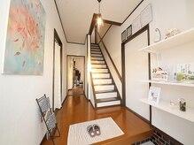 からだの美容室 サロンドアクティブ(Active)の雰囲気(玄関を開けると、白を基調とした清潔感溢れる空間が☆)