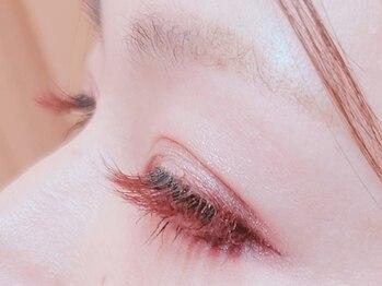 アリス(Alice)の写真/ロイッシュカラーでさり気なく自然に馴染む華やかさや大人気の外国風デザインは抜け感UPかわいさ倍増♪