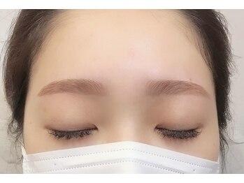 ダフネ(DAFNE)/髪色に合わせた眉カラー