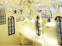 白を基調としたお店はお城をイメージした空間☆お姫様気分に♪