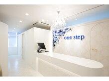 ワンステップ 富士店(one step)の雰囲気(~白を基調とした清潔感のある店内~)