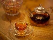 知足常楽 六本木店の雰囲気(施術後は香りの良い中国茶で身体の奥から温まります。)