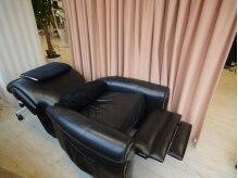 サクラ トータルビューティー(SAKURA Total Beauty)の雰囲気(沈みこむリクライニングソファーでほぼフラットの心地よさ♪)