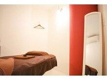ジニー(GENIE)の雰囲気(落ち着いた雰囲気のベッドルームになっております。)