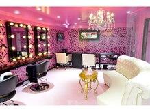ピンク一色のかわいい店内♪