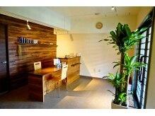 ビューティー アンド キー(BEAUTY&KEY)の雰囲気(木×緑でデザインされたカフェ風のサロン内☆)