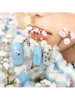 ルナ ネイル(LUNA NAIL)/ブルーの押し花ネイル