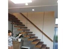 アニー(Annie)/受付横の階段を登っていきます。