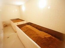 絹羽の雰囲気(酵素浴はヒノキの香りに包まれしっかり発汗&リフレッシュ)