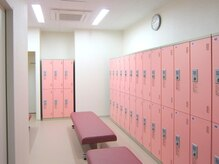 ウイニングショット インドアテニススクール あすと長町の雰囲気(ロッカールーム・シャワー完備でお仕事帰りも楽々通える♪)