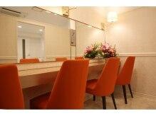 サロンイーエフ 渋谷店(salon EF)の雰囲気(お出かけ前にも便利なパウダールームを完備しております。)