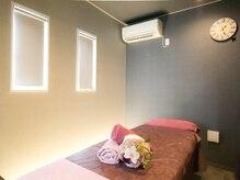 女性専用の施術ルームです。完全個室のプライベート空間です
