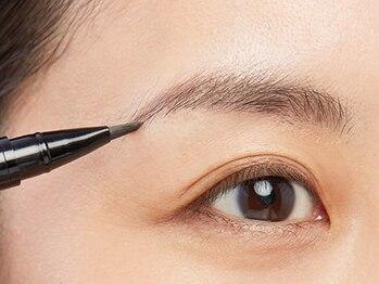 銀座ナチュラルスタイルの写真/男女OK♪アイブロウスタイリングコース(顔脱毛付き)¥5980!!お顔の印象を決める眉デザインもお任せ下さい!