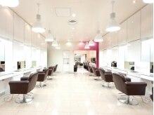 ヘアーアンドネイル ミヤ 本店(HAIR & NAIL MIYA)の雰囲気(美容室併設☆ネイルと一緒にヘアチェンジもお気軽に♪)