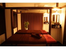 アタマファクトリー 新宿店/部屋はカーテンで仕切られてます