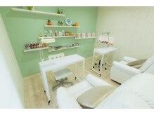 アクアネイル 北方店(AQUA NAIL)の雰囲気(ネイルもアイラッシュもリラックスできる美容院併設の個室です。)