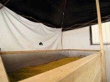 酵素スパ 神谷の雰囲気(テントの中のおが屑はしっかりと発酵されて70度近い温度!)