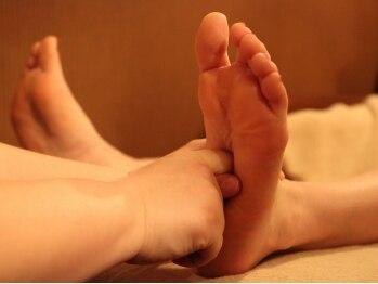 知足常楽 笹塚10号通り店の写真/【角質+足ツボコース50分¥3980】第二の心臓足裏と角質ケアを合わせて効果◎パンパンなお疲れ足に♪