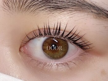 アイラッシュサロン ドア(DOOR)の写真/<大人気!まつ毛パーマ登場☆>ビューラーいらずのすっぴん美人へ◎ナチュラルな目元で大人可愛い女性に♪