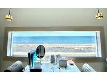 海を眺めながら、ゆったりとした贅沢なひとときを。