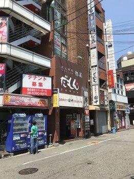 リラクゼーションマッサージ も~みん 西中島店/南方の改札から出た踏切の斜め前