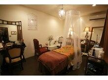サロンドカイ(Salon de Kai)の雰囲気(開放的な店内と完全個室の癒し空間ルームで五感から癒される時間)