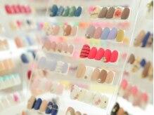 豊富なカラーやアートで多彩なデザインが楽しめるサンプル多数★