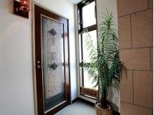 楽緩香房の雰囲気(こちらの扉よりお入りください。完全個室空間です☆)