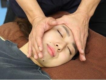 イワタ整体院の写真/【ヘッドマッサ-ジ付♪】輪郭矯正の施術がお勧め!リンパの流れを促進しお顔のむくみ・たるみを改善♪