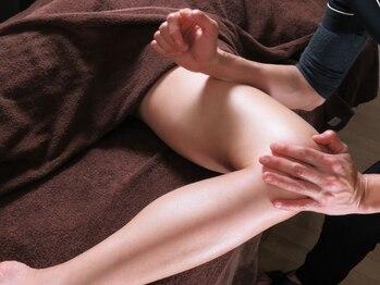 トータルビューティーサロン ルージュ(Rouge)/太腿のケアをロミロミの手技で