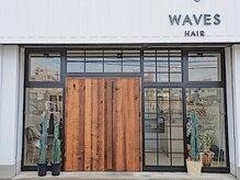 ウェーブス(WAVES)の雰囲気(都会的なシンプルモダンな雰囲気のWAVES。大きな木の扉が目印。)