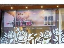 シュシュバイコルテーヌ(Chouchou by Cortanu)/ガラス張りに白いバラが目印