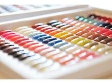 カラーは豊富で約400色あり◎パーツもスワロも豊富!
