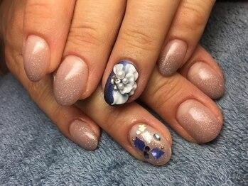 ネイルズ ラ ブリーサ(nails La Brisa)/ワンポイント☆ゴージャスネイル