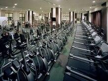 スポーツクラブNAS なんばパークスの雰囲気(体力UPに効果的な有酸素マシンをご利用いただけます)