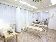 江戸川ケィシーカイロプラクティック 西葛西整体院の雰囲気(白を基調とした清潔感ある院内◎女性のお客様も多数♪)
