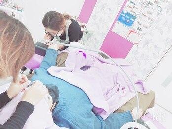 ビューティーサロン マデラ(Beauty Salon MADERA)/同時施術風景