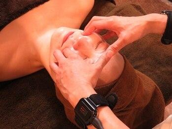 ビヴィアス(BIVIAS)の写真/【体験60分¥4500】話題の最先端マシン導入☆二重あご、たるみへアプローチ!肌の引き締まりを実感♪