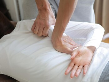 ユニバーサル(UNIVERSAL)の写真/諦めていた腰痛・日常生活で溜まった慢性的な首肩コリなどの身体の痛みを根本から徹底改善☆