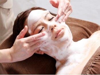 モルティー 広島店(Molti)の写真/小鼻・頬の毛穴詰まりや開きも徹底改善!自然由来の化粧品とこだわりのハンド技術で毛穴の見えない肌に♪