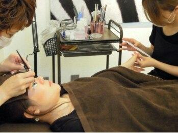 ネイルアンドまつげエクステ専門店 アイラッシュトウキョウミップ(TokyoMIP)の写真/シンプルネイルとマツエクを組み合わせた同時施術もOK♪仕事やプライベートが忙しい女性にオススメ♪