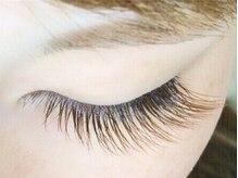 自まつ毛のように自然に美しく上品な目元を演出☆カラーエクステ