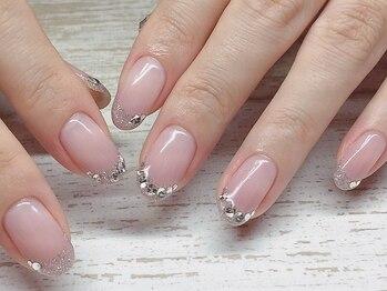 エムネイル(eM nail)の写真/シンプルネイルもトレンドカラーを取り入れて、おしゃれに彩る♪ナチュラルで可愛い上品ネイル。