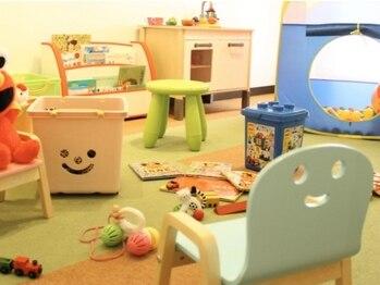 スキン 心斎橋店(skin)の写真/とても嬉しい広いキッズスペースあり◎いつも忙しいママさんに完全個室でゆったりと美の時間を♪
