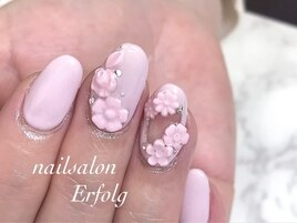ピンクカラーのレリーフネイル