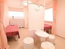 レスプリ ドゥ フィーユの雰囲気(ホワイト×ピンクの女性心くすぐる空間で、美の追求をサポート♪)